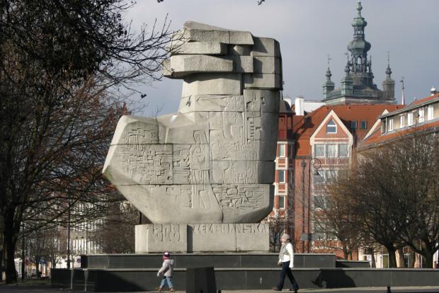 """Pomnik """"Tym,co za Polskość Gdańska"""" stoi na Podwalu Staromiejskim od 1969 roku."""