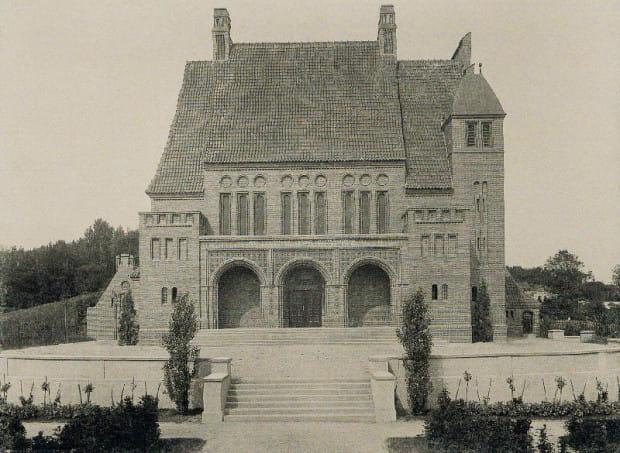 Budynek krematorium miejskiego widziany od strony dzisiejszej ul. Romualda Traugutta, rok 1915.