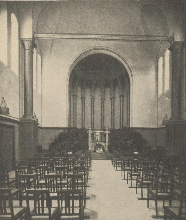 Przypominająca kaplicę sala żałobna (Trauerhalle) w krematorium miejskim, 1928.