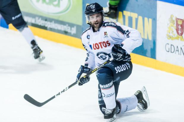 Gdańscy hokeiści przegrali drugi mecz z rzędu. Na zdjęciu Konstantin Tesliukiewicz.