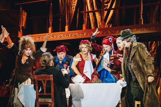 """W tej """"operetcie wielce narodowej"""" (jak głosi jej podtytuł) Stanisława Moniuszki bardzo dobrze nie tylko aktorsko, ale też wokalnie wypada cały zespół Wybrzeża."""