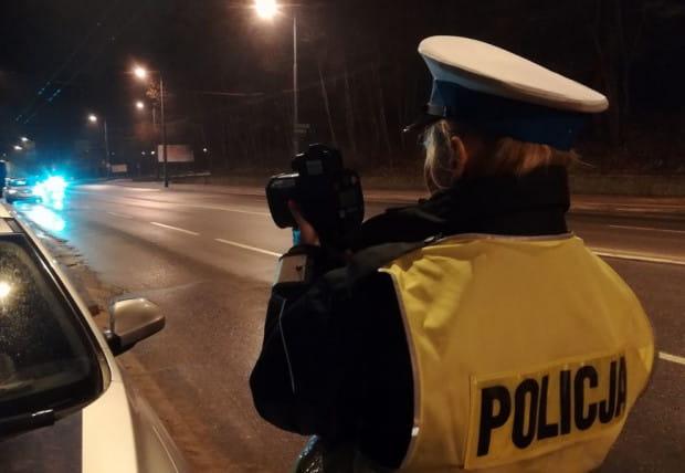 Policjanci kontrolę przeprowadzali w poniedziałek po godz. 22 na al. Niepodległości.