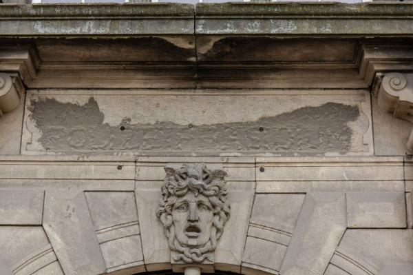 Na początku przyszłego roku komisja z ramienia wojewódzkiego konserwatora zabytków zbada stan zachowania inskrypcji. Nie można wykluczyć, że napis wkrótce po wojnie został skuty, a przez warstwę cementu prześwitują jedynie jego resztki.