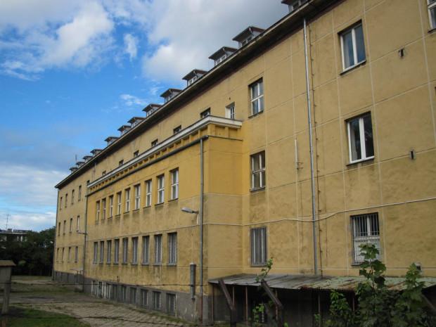 Budynek dawnej bursy przy al. gen. Józefa Hallera 122 od strony podwórza, stan z 2012 r.