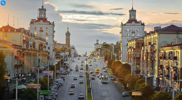Prospekt Sobornyj (do 2016 r. Prospekt Lenina), główna arteria miasta. Zaporoże było jednym z największych ośrodków przemysłowych zarówno w Związku Radzieckim, jak i niepodległej Ukrainie.