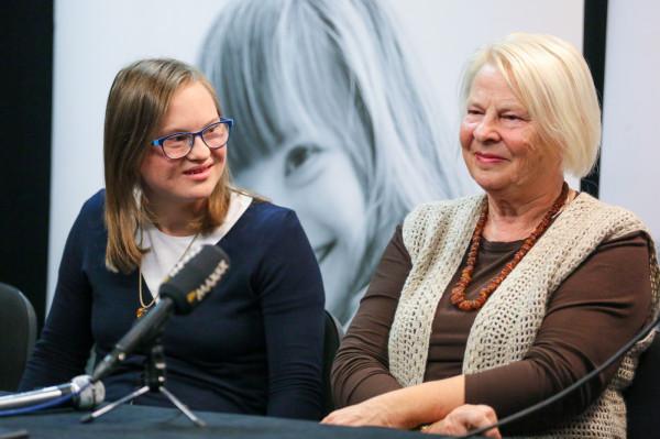 Danuta - mama Emilii - jest dumna z córki i dziękuje fundacji oraz Teatrowi Muzycznemu.