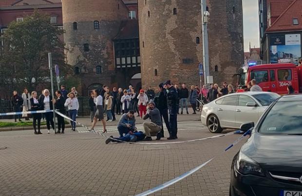 Policjanci obezwładnili mężczyznę, który wszedł do banku, krzycząc, że ma bombę.