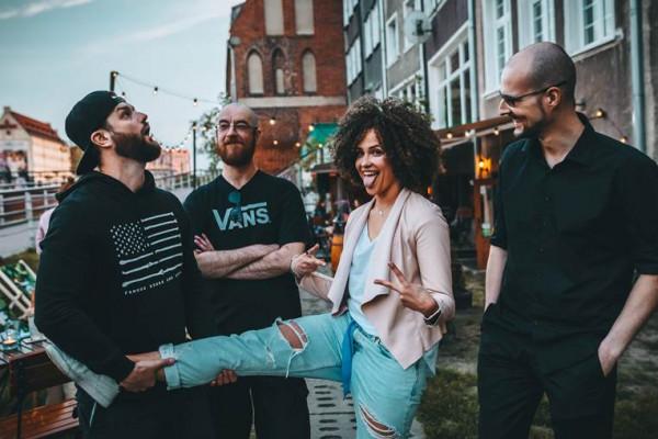 Grooveservice: - Niezależnie od miejsca, zawsze dajemy z siebie dużo energii, a ludzie to czują i to odwzajemniają. To jest właśnie siła muzyki, niezależnie od gatunku czy stawek. Jeśli robisz to szczerze, odbiorcy to docenią.