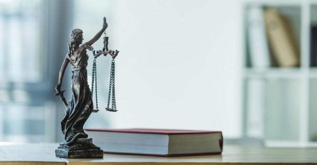 Przewlekłość postępowań sądowych to jedna z najpoważniejszych bolączek polskiego wymiaru sprawiedliwości.