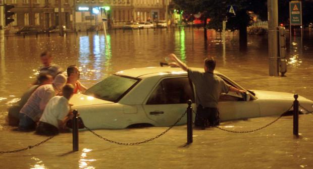 9 lipca 2001 roku, o godz. 23 na zbiorniku Srebrzysko na Potoku Strzyża, doszło do przerwania zapory czołowej i zalania Wrzeszcza.