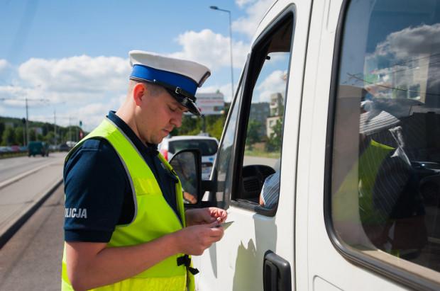 Podczas kontroli policji kierowca nie będzie mógł się ruszać i oczywiście wysiadać z auta.