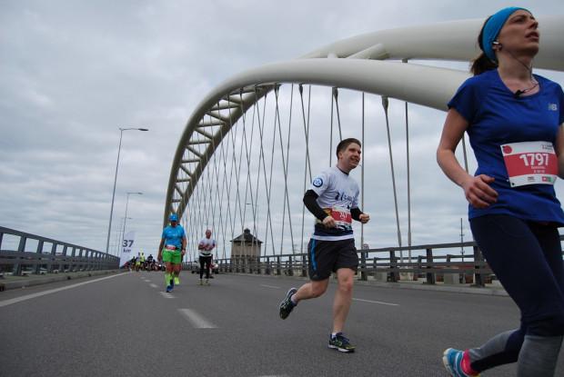 Wojciech Grott zaczynał do startów w trójmiejskich maratonach. Obecnie biega coraz dalej i coraz wyżej.