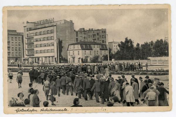 Zatrzymani gdynianie na skwerze Kościuszki, wrzesień 1939 r., Zbiory Muzeum Miasta Gdyni.