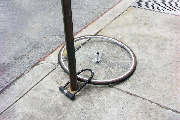Rower, którego tu nie widać, ewidentnie nie był przypięty poprawnie.