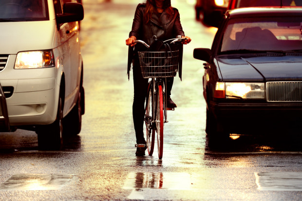 Przed smogiem samochodowym nie zdołamy uciec, choćby na rowerze.