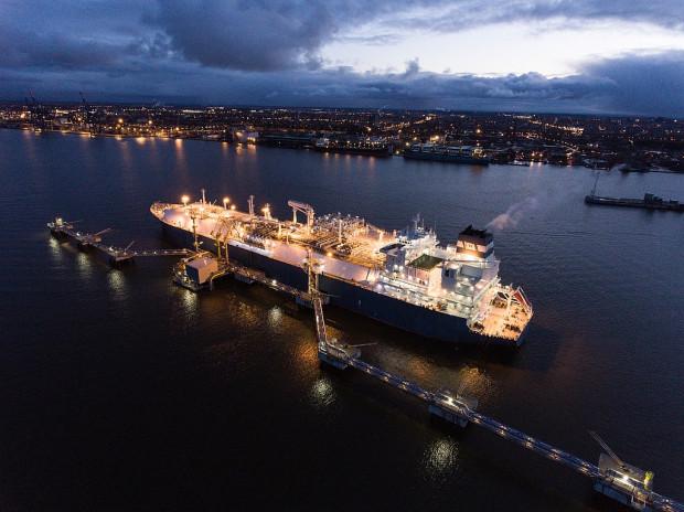 Od 2015 r. pływający terminal LNG działa w litewskim porcie Kłajpeda. To gazowiec zaadaptowany na potrzeby magazynowania i regazyfikacji gazu skroplonego, typu FSRU (Floating Storage and Regasification Unit).