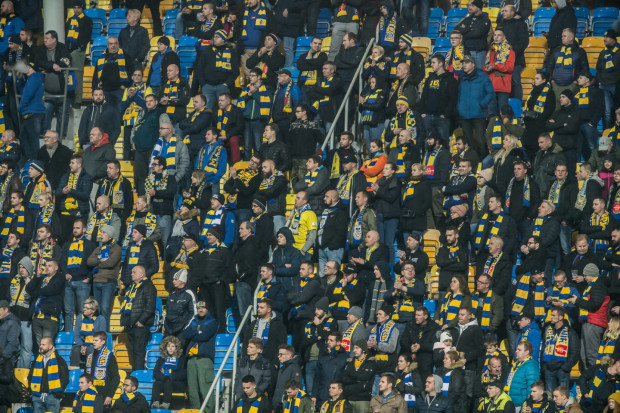 Kibice Arki Gdynia nie zobaczą piątego z sześciu meczów, w których w tym sezonie ekstraklasy mieli zająć miejsce w sektorze gości. Po decyzji wojewody małopolskiego nie mogą pojechać na spotkanie z Wisłą Kraków.