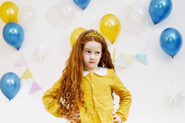 Hucznie organizowane przyjęcia urodzinowe dla kolegów bywają powodem do radości, ale też przyczyną łez.