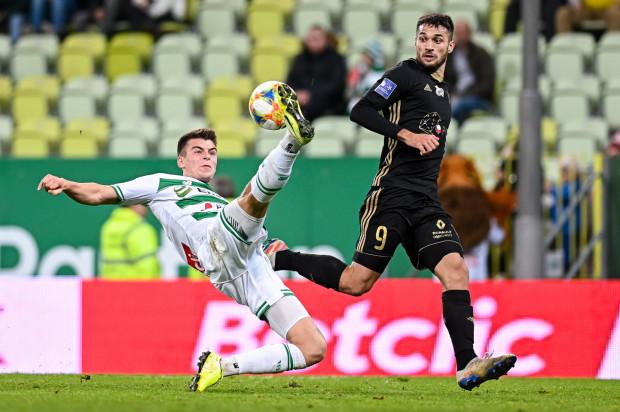 Karol Fila z piłkarza wchodzącego do składu w poprzednim sezonie, stał się zawodnikiem, który obecnie jest najmocniej eksploatowanym zawodnikiem w Lechii Gdańsk. Już rozegrał blisko 3 razy więcej minut niż przed rokiem,