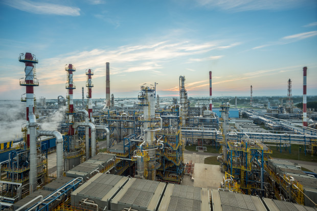 Niepokojące zapachy wydobywające się z instalacji Lotosu zaalarmowały pracowników rafinerii.