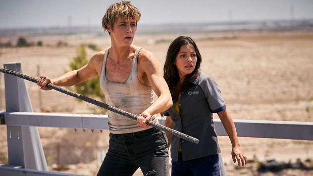 Grace (Mackenzie Davis) przybywa z przyszłości, by ocalić Dani (Natalia Reyes) przed morderczym terminatorem Rav-9. Uciekając przed prześladowcą obie kobiety znajdują sojuszniczkę w osobie Sary Connor.