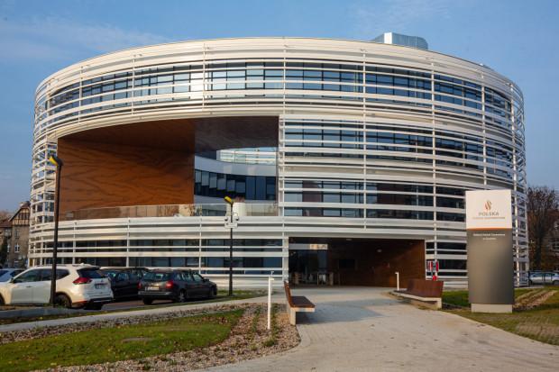 Okrągły, nawiązujący do historii tego terenu, biurowiec przy ulicy Wałowej został wybudowany w 2018 roku.