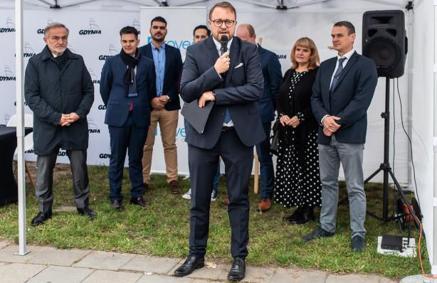 Jako wiceprezydent ds. rozwoju, mianowany przez Wojciecha Szczurka, koordynuje prace m.in. ZDiZ oraz rad dzielnic.