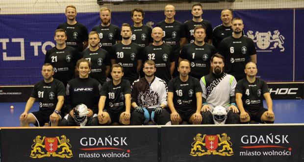 Unihokeiści Interplastic Olimpii Osowa zaliczyli udany start w rozgrywkach Salming Ekstraligi. Na koncie beniaminka są trzy zwycięstwa i zaledwie jedna porażka.