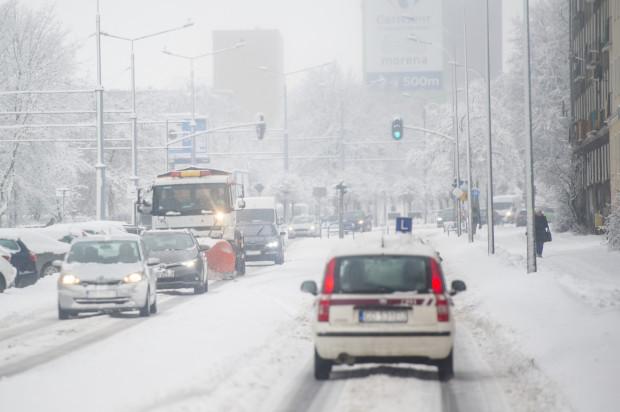Wielu kierowców otwarcie przyznaje, że nie lubi jazdy zimą.