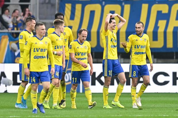 Arka Gdynia strzeliła pięć goli i tyle samo straciła, gdy stery objął Aleksandar Rogić. Na półmetku rozgrywek Jagiellonia Białystok była drugim najskuteczniejszym zespołem i to właśnie o kontry trener żółto-niebieski obawia się najbardziej.