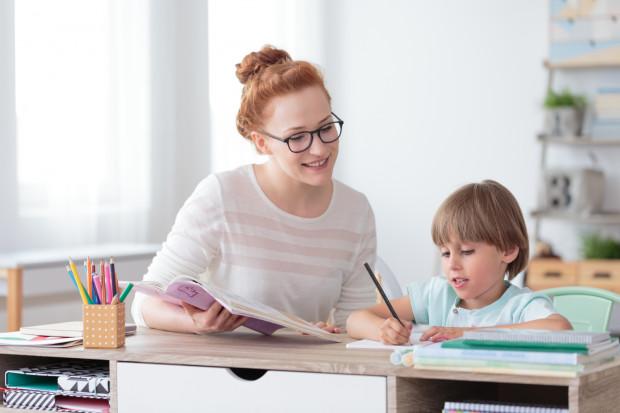 Wydawanie ocenionych sprawdzianów bądź ich kopii do domu umożliwiłoby uczniom pracę nad zaległościami np. podczas korepetycji.