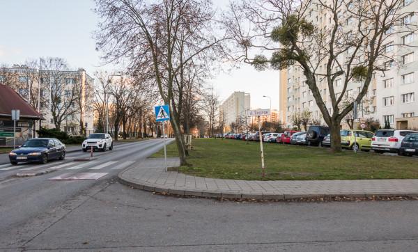 Poszerzenie ul. Gospody planowano wraz z budową Ergo Areny. Z inwestycji zrezygnowano ze względu na protesty mieszkańców.