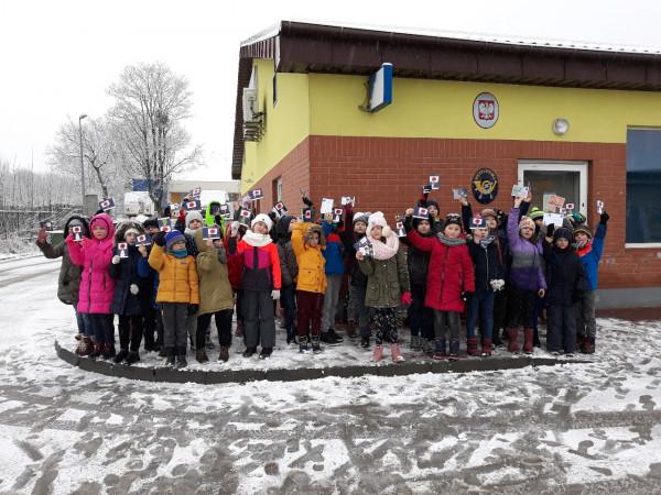 Szkoła Podstawowa nr 12 w Gdańsku - ubiegłoroczna akcja. Dzieci wypisały kartki przy pomocy wychowawców, klasy wybrały się na pocztę wspólnie z wychowawcami, żeby je wysłać.