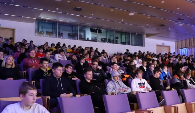 Wykłady nt. e-sportu cieszyły się ogromną popularnością wśród młodzieży.