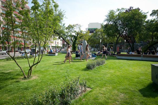 Skwer pomiędzy Infoboksem a nową zabudową ma pozostać oazą zieleni.