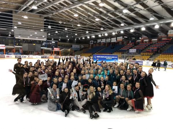 Gdański klub SKF Iceskater zwyciężył na mistrzostwach Polski w Toruniu we wszystkich kategoriach wiekowych.