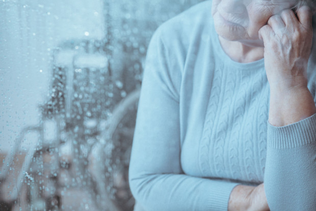 Uczucia samotności doświadczają najczęściej osoby mieszkające w jednoosobowych gospodarstwach, przede wszystkim owdowiałe kobiety.