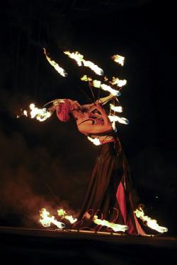 FROG to nie tylko fireshow i sztuka kuglarska. Ogień, muzyka i taniec rozgrzeją publiczność na początku sierpnia.