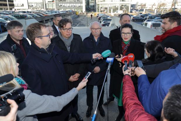 Pomorscy samorządowcy i politycy Platformy Obywatelskiej sprzeciwiają się planom przejęcia Energi przez Orlen.