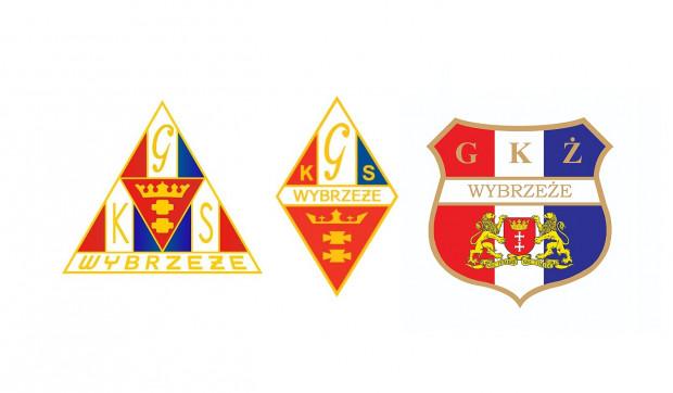 Od lewej: pierwsza wersja herbu GKS Wybrzeże, najdłużej stosowana wersja historycznego herbu oraz herb GKŻ Wybrzeże. Spór dotyczy dwóch pierwszych odznak.