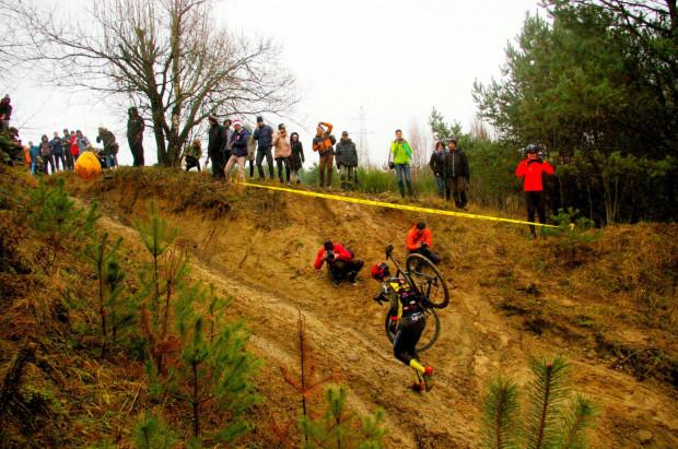 Niedzielny cyclocross to zabawa dla całej rodziny, zawodników i kibiców.