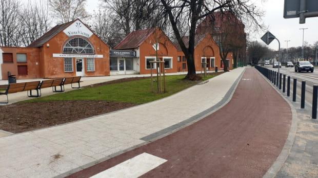 Widok na nową drogę rowerową ze skrzyżowania z ul. Kościuszki.