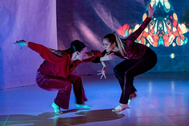 W szeregach Sopockiego Teatru Tańca zadebiutowały dwie tancerki Grupy Projektowej STT - Róża Kołoda (po lewej) i Wiktoria Rudnik.