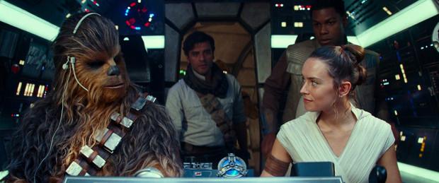 """Dziewiąta część cyklu wieńczy dzieło zapoczątkowane przez George'a Lucasa, a odrestaurowane po latach przez J.J. Abramsa. Choć lista zarzutów pod adresem """"Skywalker. Odrodzenie"""" ciągnie się w nieskończoność, to szczególnie w końcowych kadrach (zwłaszcza w rewelacyjnym ostatnim kadrze) zaklęta jest magia tego kosmicznego uniwersum."""