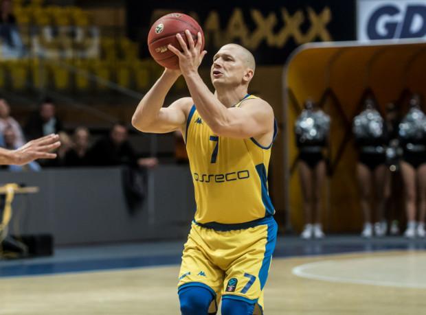 Rzuty wolne Krzysztofa Szubargi w końcówce meczu, zapewniły zwycięstwo Asseco Arce Gdynia w spotkaniu z Kingiem Szczecin.