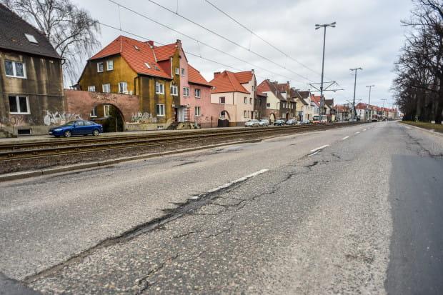 Jeszcze przed wakacjami al. Hallera na odcinku między Okrzei a Kościuszki ma zostać wyremontowana.