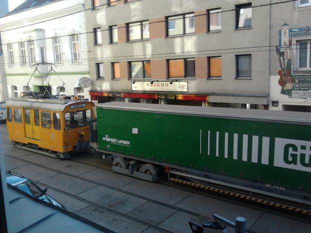 Ładunki towarowe wożone są także po trasach tramwajowych Wiednia.