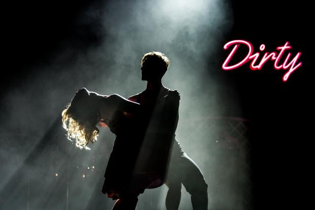 """""""Dirty Dancing"""" jest kultowym filmem lat 80. XX wieku. Na zdjęciu: tancerze show podczas spektaklu w Gdynia Arenie w 2017 roku."""