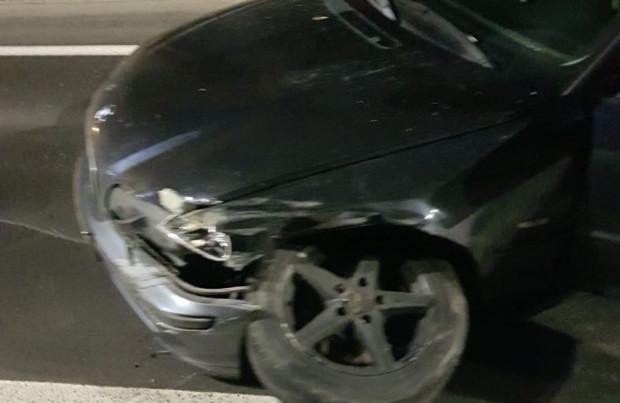 Samochód 25-latka zatrzymały barierki. Okazało się, że kierowca był pijany.