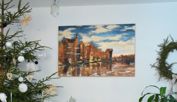 Obraz ma bardzo bogatą strukturę, malowany głównie gąbką i szpachlą. Wymiary: 120x80 cm.